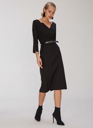 People By Fabrika Kemerli Yaka Detaylı Elbise Siyah